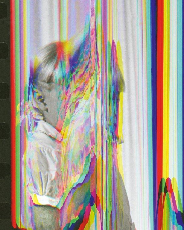 img_Sara Cwynar, *Girl From Contact Sheet 2 (Darkroom Manuals)*, 2013, Chromogenic Print, 76,2 × 69,6 cm  © Sara Cwynar / Courtesy Sara Cwynar und COOPER COLE, Toronto, Canada