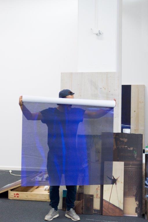 img_Pétrel I Roumagnac (duo), *d'astérion*, Installationsansicht, 2017 Pièce photo-scénique n°2 Direktdruck auf Holz, Plexiglas und diverse Materialien, 12m³ (fragmentierbar) © Pétrel I Roumagnac (duo)