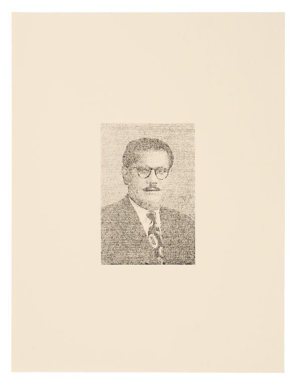 img_Hajra Waheed, *Men with Glasses 1/9*, aus *Anouchian Passport Portrait Series*, seit 2008, Xylene Transfer und Bleistift auf Papier, 2 Serien à 9 Zeichnungen, je 39 x 23,9 cm, Courtesy Hajra Waheed